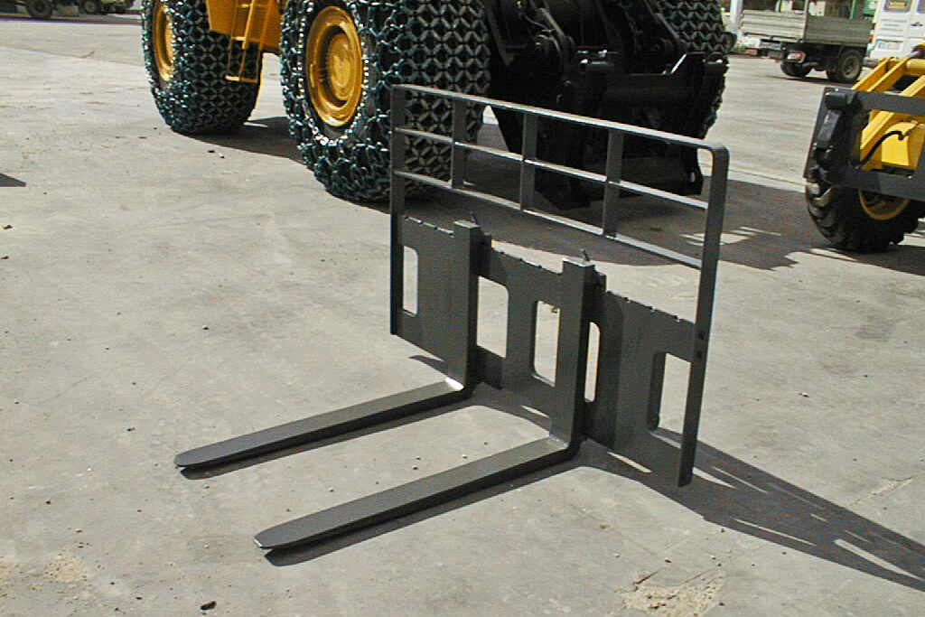 Treea Machinery Products Attachments Earth Moving Equipment - Bachoe Loaders - 02